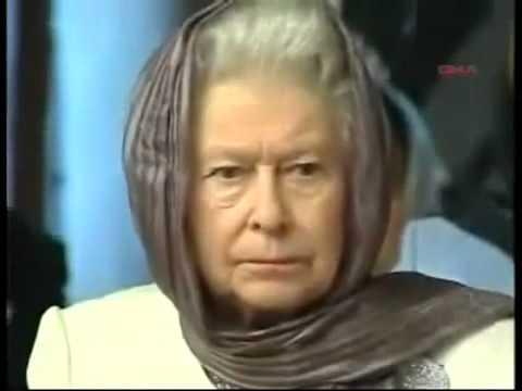 Queen Elizabeth listening to a recitation of the Quran