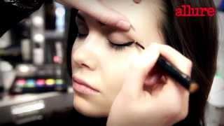 Золотые стрелки на глазах: урок макияжа
