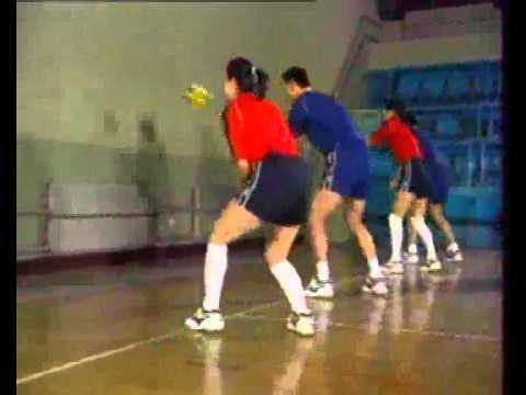 Bài tập chuyền bóng thấp tay