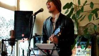 水戸のカフェ202で行われた、『ウクレレ・ランチボックス』でのパフォーマンス.