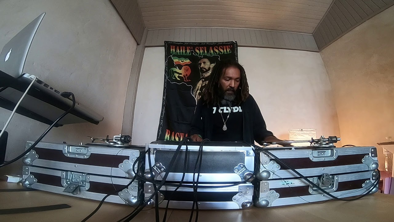 HYPNOTYK VIBES TO THE WORLD 🌀🌍 Dj Clyde spinnin over his own beat