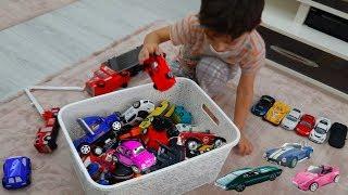 Oyuncak arabalar Kamyonlar Polis arabaları Yarış arabaları İş makineleri