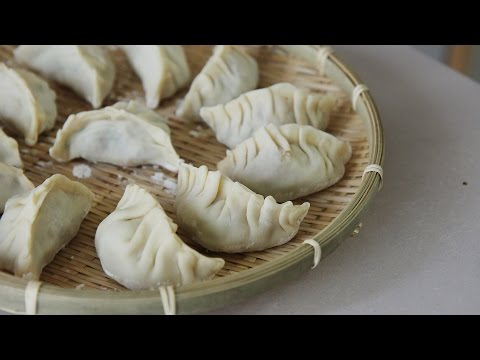 [4K] Hobak-Pyeonsu (Zucchini Dumpling) : Honeykki 꿀키 from YouTube · Duration:  7 minutes 49 seconds