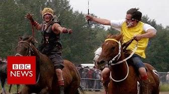 The jockeys who switch horses mid-race - BBC News