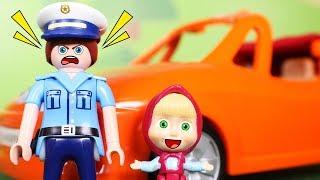 Masha y el Oso Juguetes en Español 💙  Masha se escapa en un coche