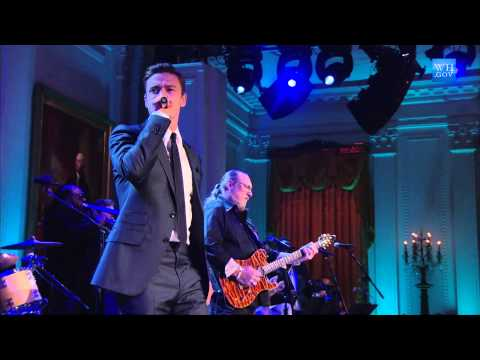 "Justin Timberlake and Steve Cropper Perform ""(Sittin' On) The Dock of the Bay"" at In Performance"