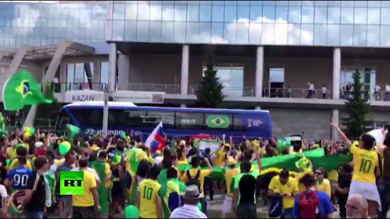 Бразильские болельщики встретили национальную сборную в Казани