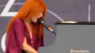 Tori Amos at Pori Jazz 2010 - Personal Jesus/Body and Soul