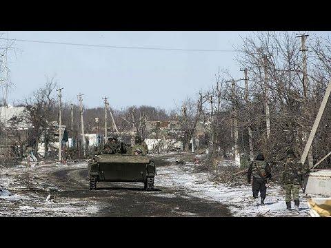 Президент Украины Петр Порошенко подтвердил плановый отвод войск из Дебальцева