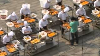 40 Cooks Make 900-kg-pumpkin Pie In C China