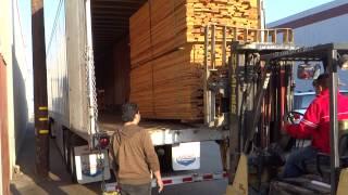 en het lossen van hout.