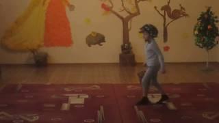 Танец с листочками младшая группа