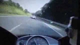 AMAZING - Bugatti Veyron vs. Yamaha R1 Racing on Highway