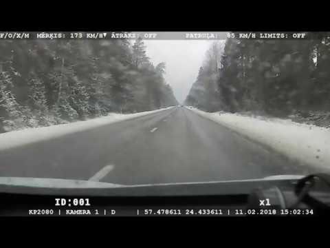 """Laikā, kad brauktuves ir apledojušas, """"Mercedes-Benz"""" traucas ar 173km/h"""