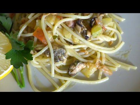 Спагетти с морепродуктами в мультиварке