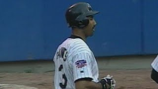 Harold Baines hits a walk-off single in 11th