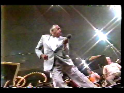 Cab Calloway Singing Minnie The Moocher (Live 1988)