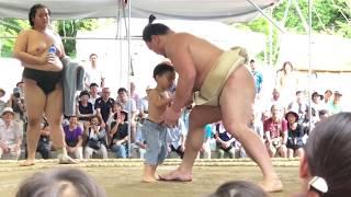 伊勢ヶ浜部屋の新潟夏合宿の公開朝稽古初日