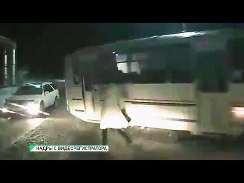 В Бийске водитель автобуса сбил женщину на пешеходном переходе (22.01.20г., Бийское телевидение)