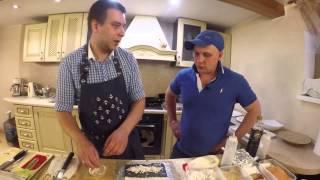 Классический ролл Калифорния и Сяке Маки(Вторя часть выпуска о японской кухне, в этой серии Степан научит Мишу крутить роллы самостоятельно! классич..., 2015-08-02T22:04:45.000Z)