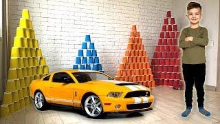 Новая машинка Ford Mustang GT и большие пирамиды из цветных стаканчиков. Видео для детей.