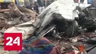 Смотреть видео В Индии из-за тумана столкнулись 50 машин - Россия 24 онлайн