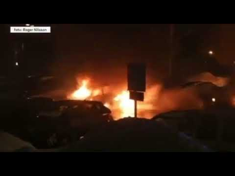 15 autó égett ki Svédországban | Vadhajtások.hu