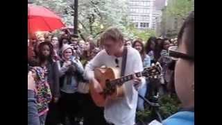 Jamie Campbell Bower - Stay with me - in New York, Union Square Park
