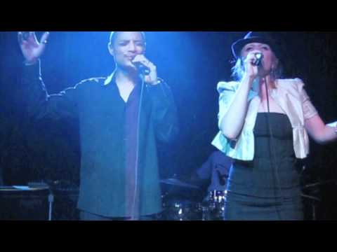 "Jose James performs ""Love Conversation"" with Jordana de Lovely"