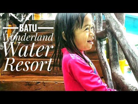 segernya-berenang-di-batu-wonderland-water-resort