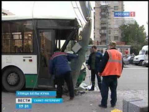 На  Белы Куна рейсовый автобус врезался в столб
