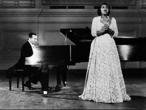 "Marian Anderson sings ""O Holy Night"""