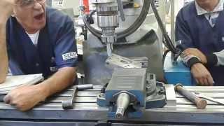 aula de furo em grau na fresadora ferramenteira