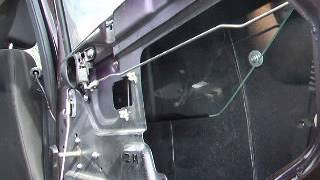 Как заменить опускное стекло двери Шнивы(Замена опускного стекла задней двери Нива Шевроле., 2014-09-03T13:11:21.000Z)