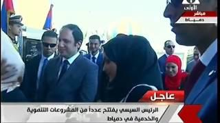 بالفيديو| السيسي يحرج شاب لحظة دخوله مستشفى دمياط: البنات الأول يا أخي