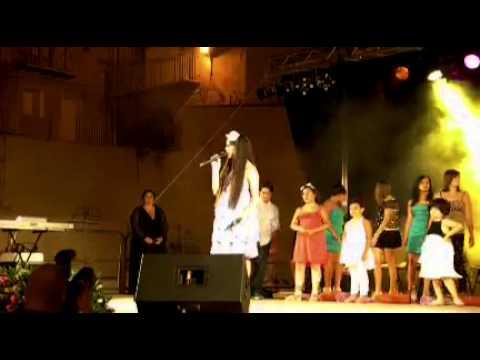 Asia Agrò canta Cabaret al saggio di fine anno....