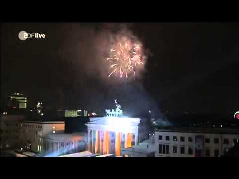 "David Hasselhoff - ""Looking For Freedom"" @The Brandenburg Gate HAPPY NEW YEAR"