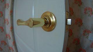 видео Дверная ручка защелка для межкомнатных дверей