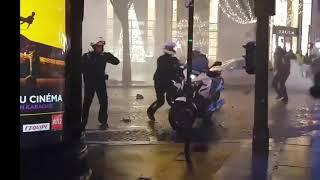 Gilets jaunes : ACTE 6 il jette sa moto 😮