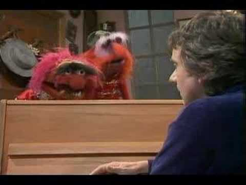 Muppet Show. Animal attacks Dudley Moore