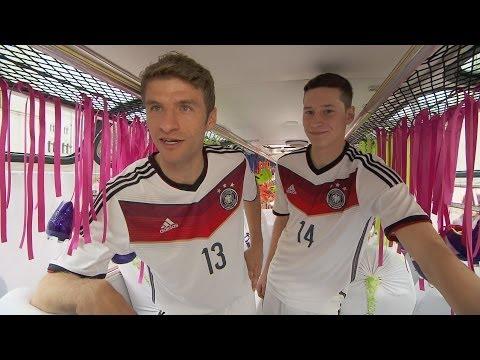 Das ist das deutsche WM-Trikot: Präsentation der besonderen Art mit Thomas Müller und Julian Draxler
