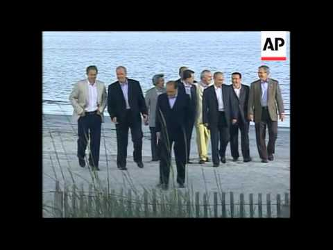 'Family photo' of G8 leaders plus Bush with al-Yawer