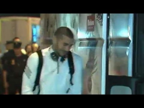 Benzema huye entre pitos de Valencia