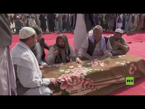 مراسم تشييع ضحايا تفجير المسجد في قندوز الأفغانية