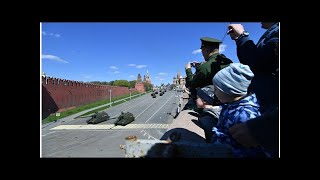 Смотреть видео Генеральная репетиция Парада Победы 9 мая 2018 года в Москве: когда начнется, где посмотреть онлайн
