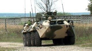 Militares rusos aprenden a gobernar el vehículo antisabotaje Taifun M