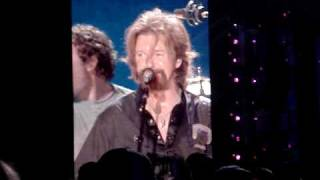 brooks dunn reba singing cowgirls don t cry at cma fan fest 2009