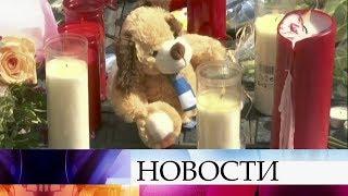 ВБарселоне 100 тысяч человек почтили минутой молчания память погибших втеракте.