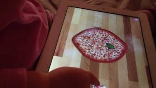 Карапуз в 2 года играет на iPad