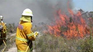 Australie: les pompiers réunissent deux énormes incendies